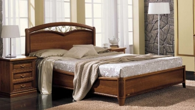 Camel Nostalgia Night Walnut Italian Curvo Fregio Ring Bed