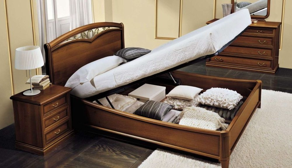 Camel Nostalgia Night Walnut Italian Curvo Fregio Ring Bed with Storage