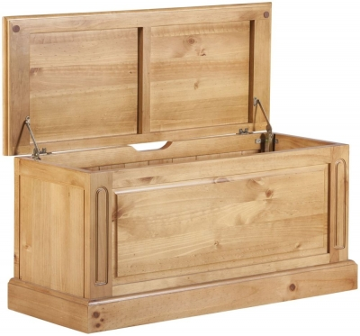 Welland Pine Blanket Box
