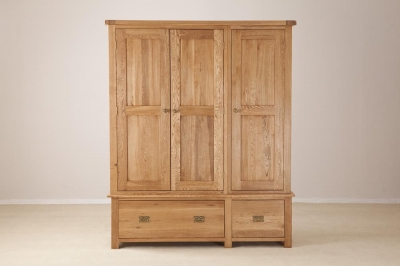 Country Oak 3 Door 2 Drawer Wardrobe