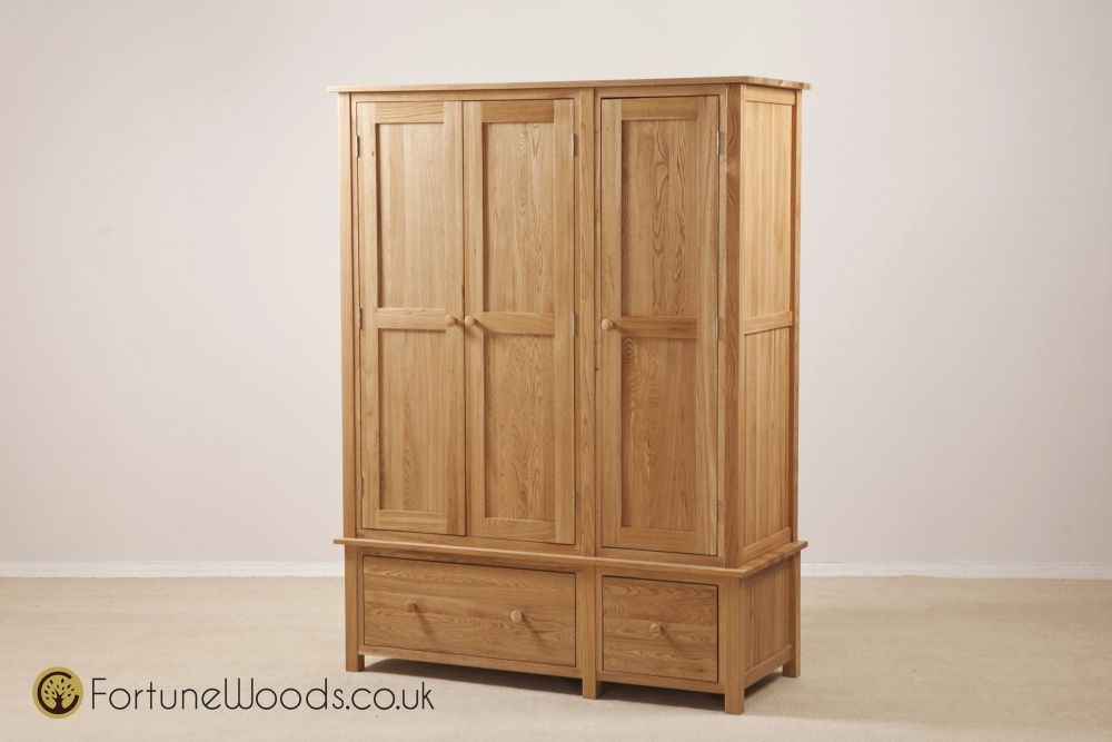 Windsor Oak Triple Wardrobe - 3 Door 2 Drawer
