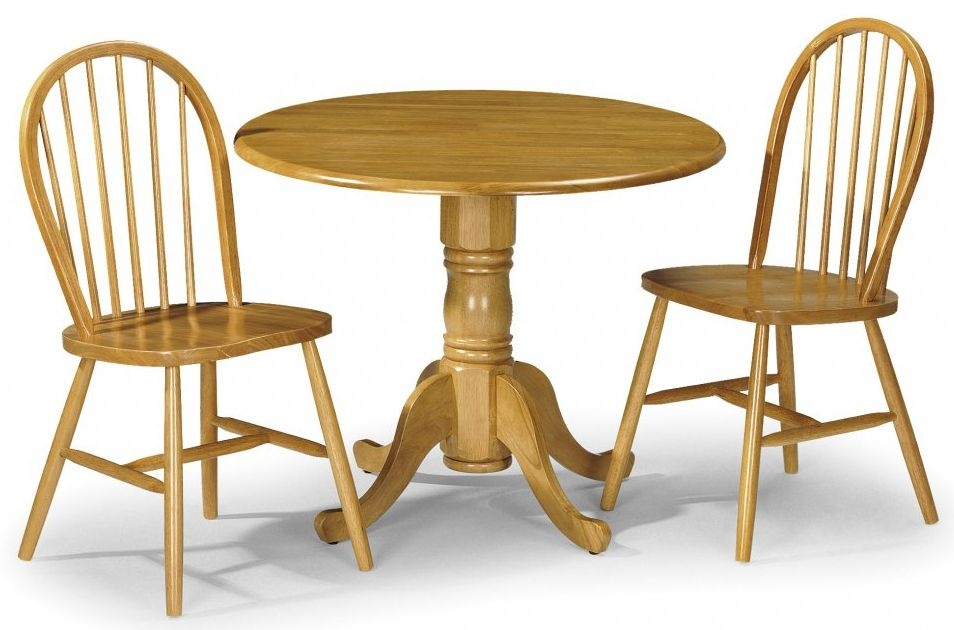 Julian Bowen Dundee Dining Table with 2 Windsor Chair