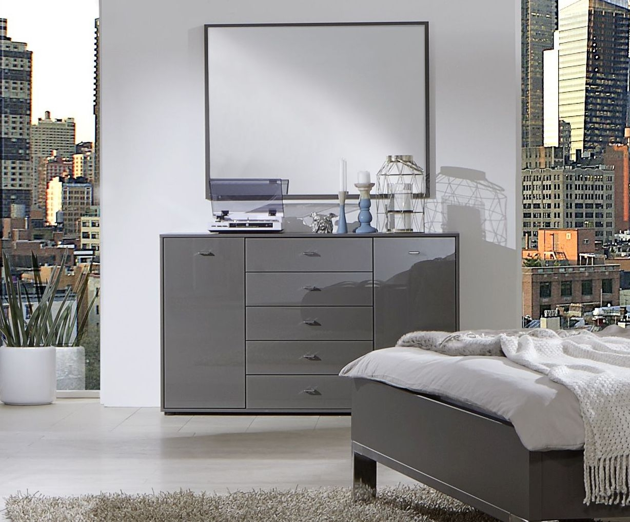 Wiemann VIP Westside 5 Drawer Wide Chest in Havana