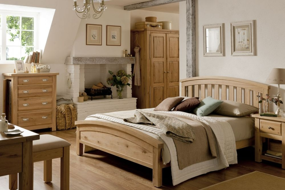 Willis and Gambier Tuscany Hills Oak Bedroom Set