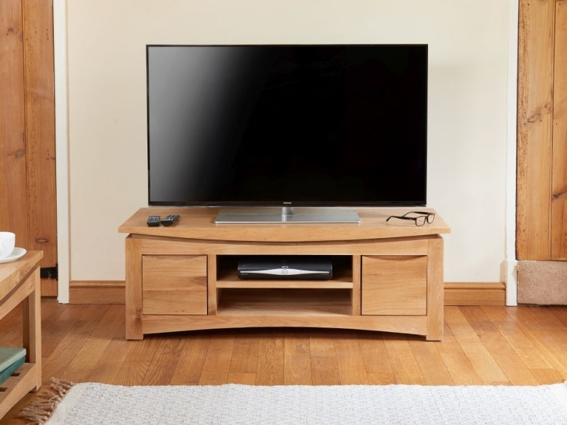 Baumhaus Roscoe Oak Wide TV Cabinet