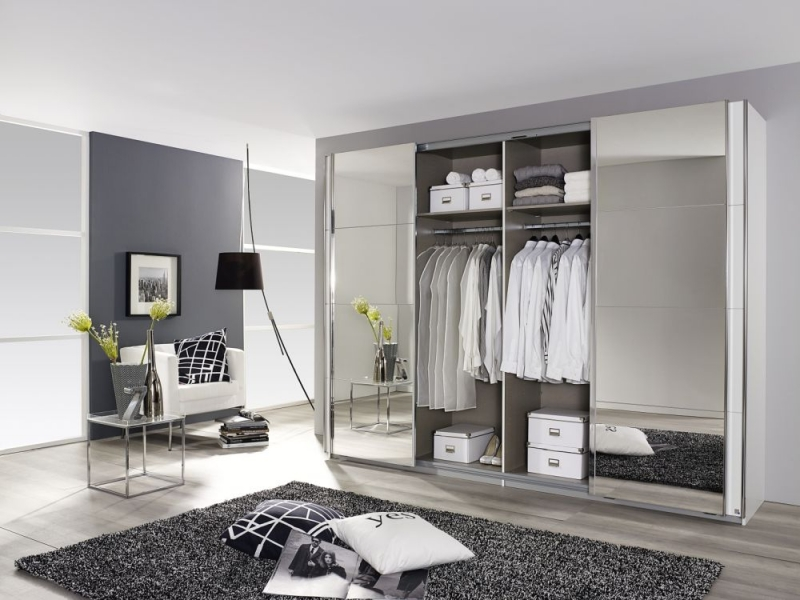 Rauch Syncrono Sliding Wardrobe with High Polish Front