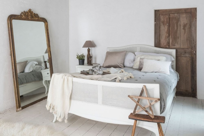 Willis and Gambier Chantilly Painted Bed