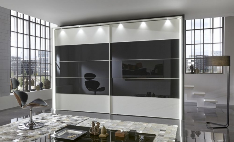Wiemann Sunset Sliding Wardrobe with Line 2 and 3 and 4 in Highlight Color