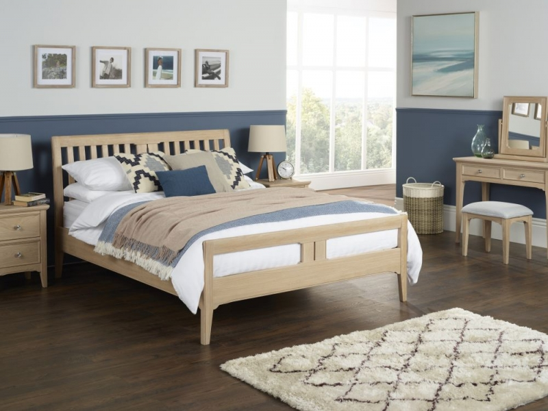 TCH New England Oak Bed