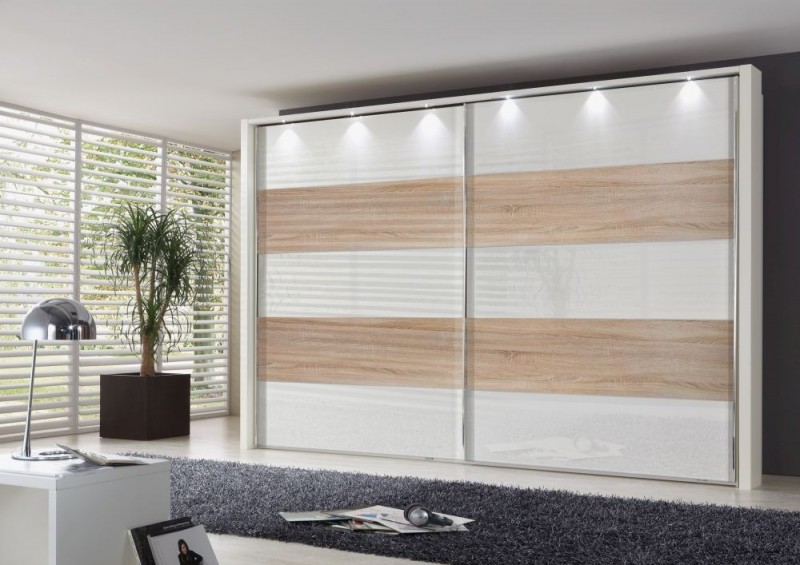 Wiemann Hollywood 4 Sliding Wardrobe with Lines 2 and 4 in Highlight Colour