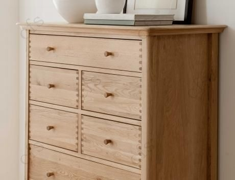 Willis and Gambier Spirit Oak 7 Drawer Chest