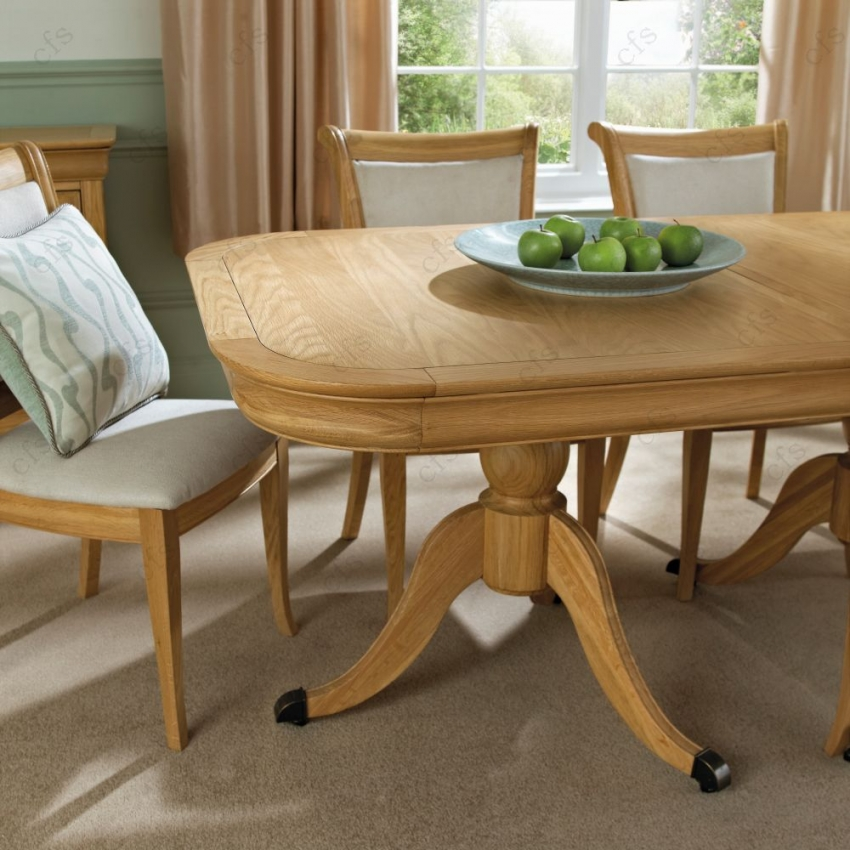 Bentley designs chantilly oak dining table 6 8 seater for Table 6 seater