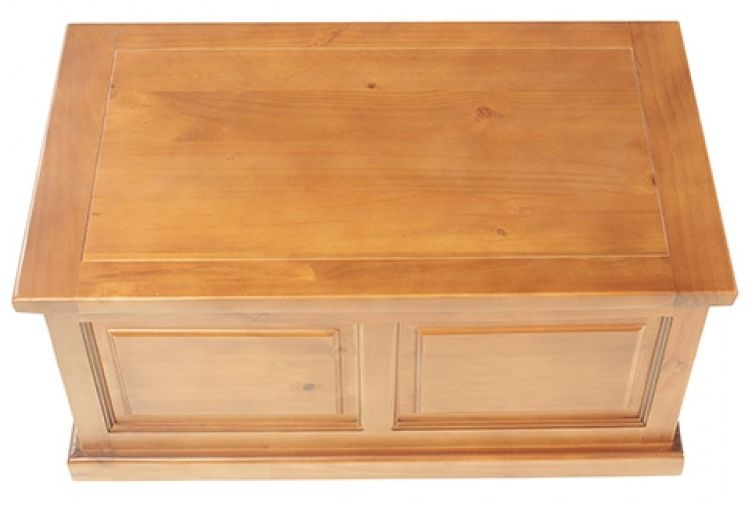 Churchill Pine Blanket Box