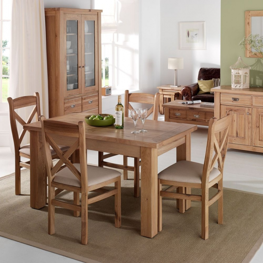 Willis and Gambier Tuscany Hills Small Extending Dining Table