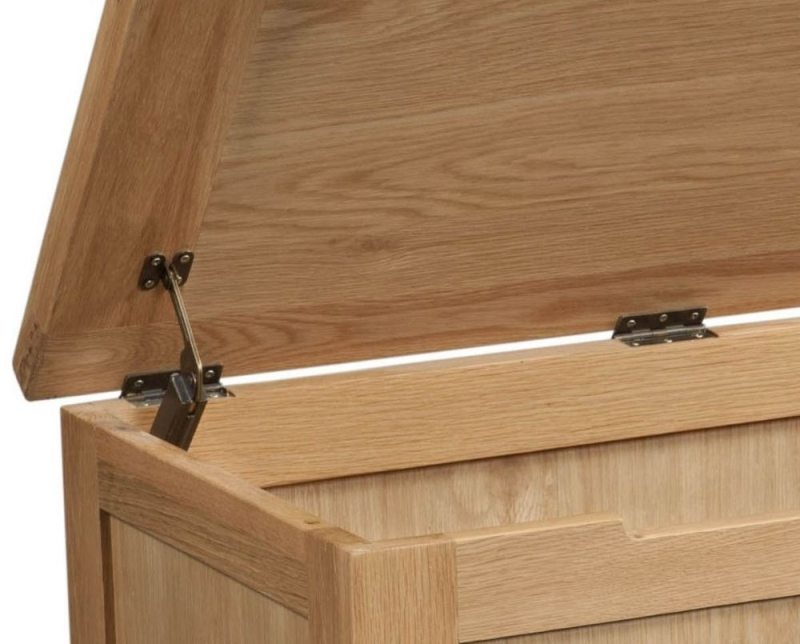 Devonshire Dorset Oak Blanket Box
