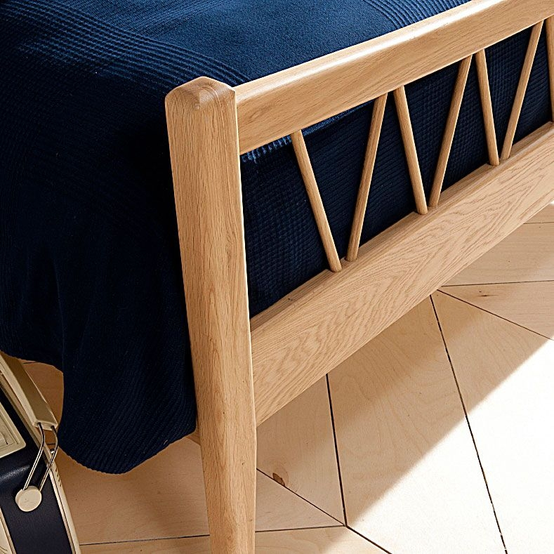 Willis and Gambier Grace Oak Bedstead