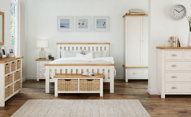 Global Home Suffolk Oak and Buttermilk Painted Slatted Bed