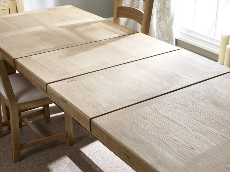 Corndell Fairford Oak Extending Dining Table