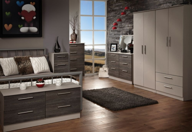 Contrast Panga Chest of Drawer - 5 Drawer